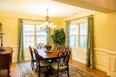 Genial Enhancing Dining Room Feng Shui With Daffodil Color