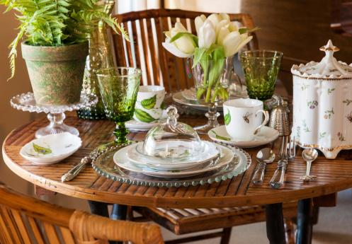 Use Accent Colors To Enhance Dining Room Feng Shui Springtime Table Setting