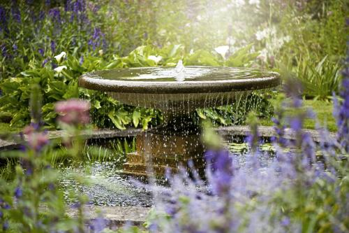 Outdoor flowing water fountain