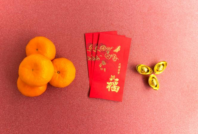 Two Chinese symbols for wealth.