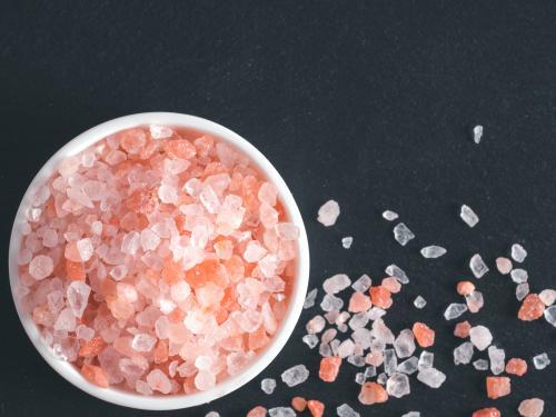 Bowl oof pink salt crystals