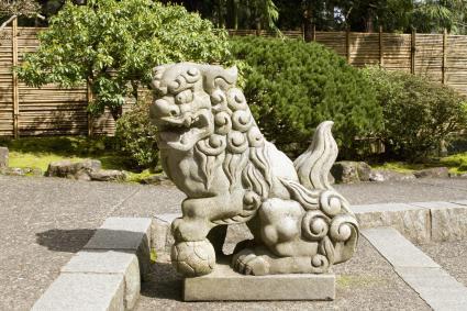 Male fu dog statue