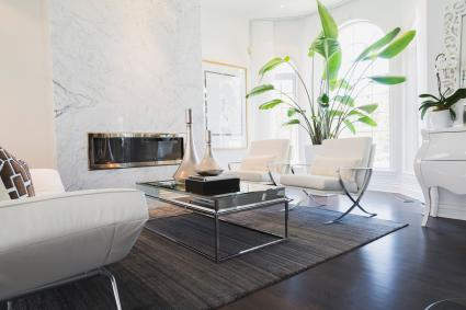Living room with white leather and chrome sofa and matching armchairs