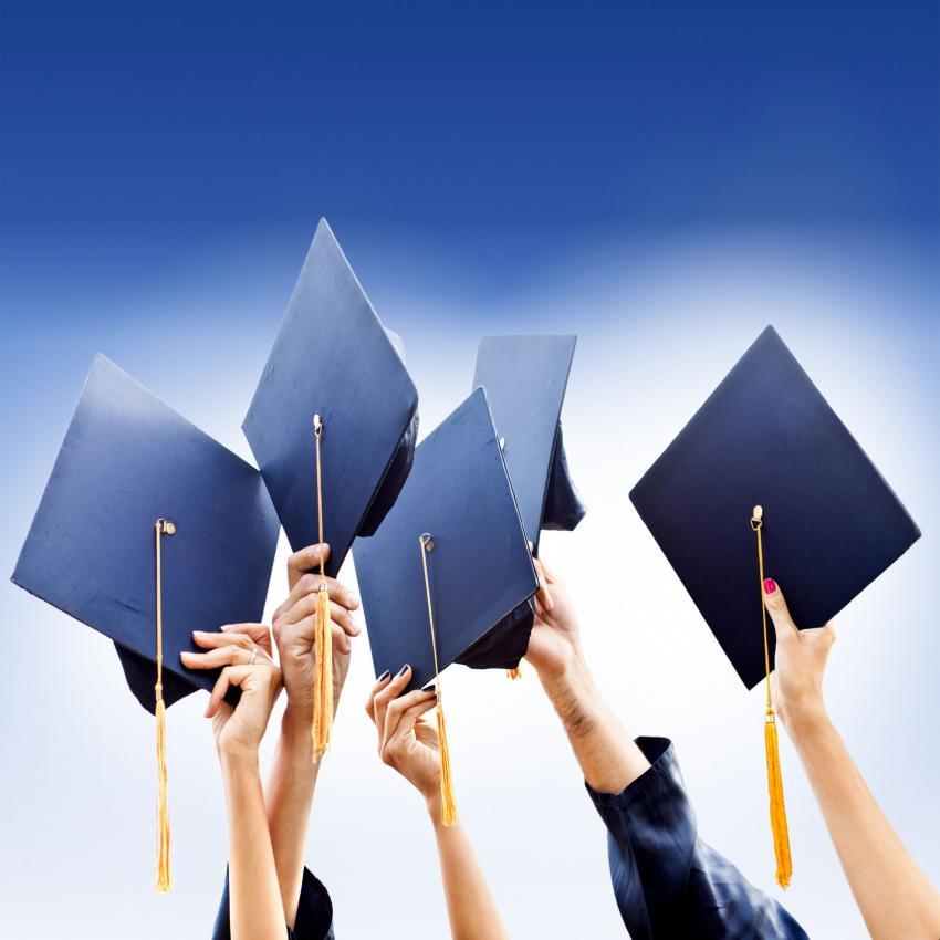https://cf.ltkcdn.net/freelance-writing/images/slide/207476-850x850-Graduation-day.jpg
