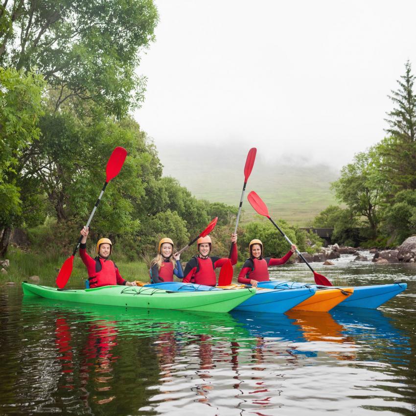 https://cf.ltkcdn.net/freelance-writing/images/slide/207485-850x850-Friends-kayaking.jpg