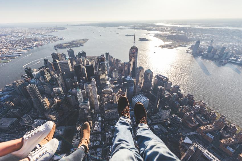 https://cf.ltkcdn.net/freelance-writing/images/slide/248032-850x567-feet-above-city.jpg