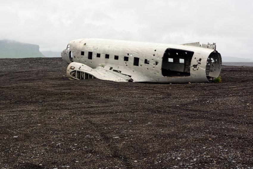 https://cf.ltkcdn.net/freelance-writing/images/slide/248036-850x566-airplane-wreckage.jpg