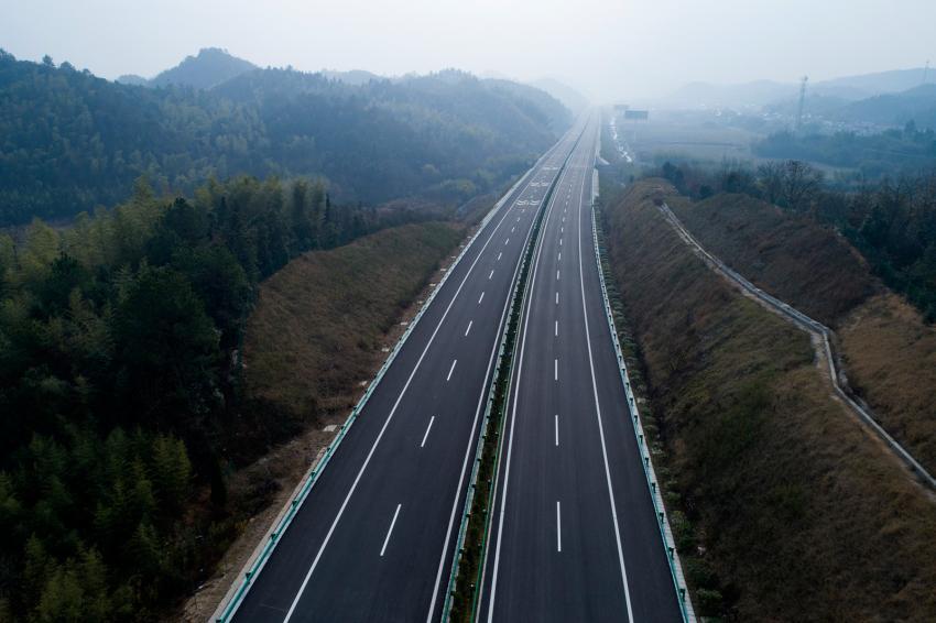 https://cf.ltkcdn.net/freelance-writing/images/slide/248040-850x566-stretch-of-highway.jpg