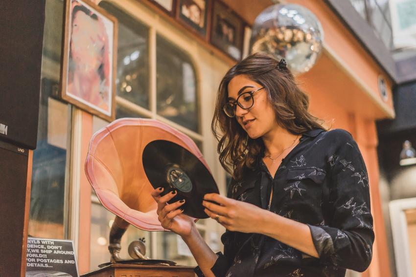 https://cf.ltkcdn.net/freelance-writing/images/slide/248043-850x567-woman-looking-at-record.jpg