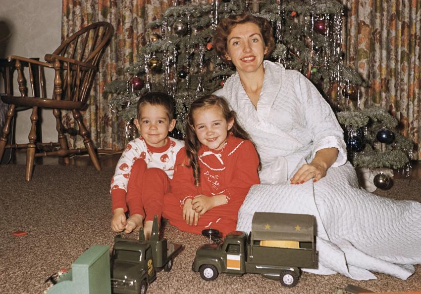 https://cf.ltkcdn.net/freelance-writing/images/slide/253956-850x595-5_Vintage_Christmas.jpg