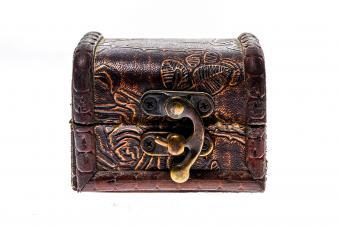 https://cf.ltkcdn.net/freelance-writing/images/slide/245573-850x566-ornate-treasure-box.jpg