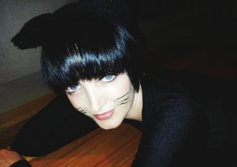 https://cf.ltkcdn.net/freelance-writing/images/slide/245581-850x600-cat-woman.jpg
