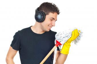 https://cf.ltkcdn.net/freelance-writing/images/slide/245612-850x566-man-looking-at-mop.jpg