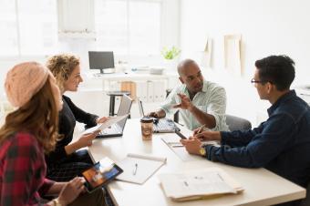 https://cf.ltkcdn.net/freelance-writing/images/slide/245684-850x566-group-of-young-entrepreneurs.jpg
