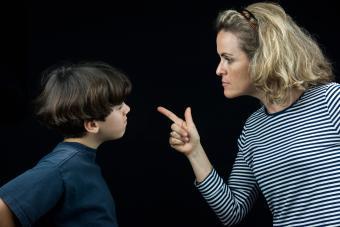 https://cf.ltkcdn.net/freelance-writing/images/slide/245686-850x566-fighting-with-mom.jpg