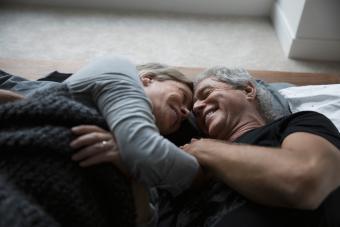 https://cf.ltkcdn.net/freelance-writing/images/slide/245692-850x567-affectionate-senior-couple.jpg