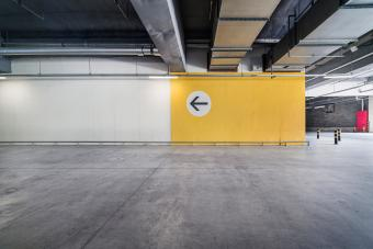 https://cf.ltkcdn.net/freelance-writing/images/slide/248029-850x567-empty-garage.jpg