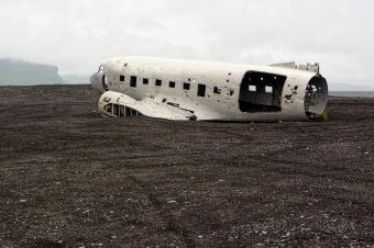 https://cf.ltkcdn.net/freelance-writing/images/slide/248036-850x566-airplane-wreckage.jpg