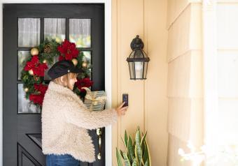 https://cf.ltkcdn.net/freelance-writing/images/slide/253962-850x595-11_Holiday_door.jpg