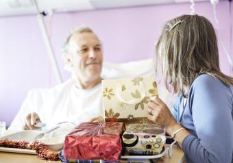 https://cf.ltkcdn.net/freelance-writing/images/slide/253970-850x595-12_Hospital_Holiday.jpg