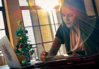https://cf.ltkcdn.net/freelance-writing/images/slide/253976-850x595-14_Writing_Christmas.jpg