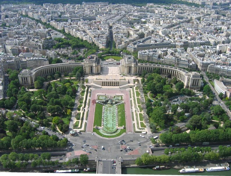 https://cf.ltkcdn.net/french/images/slide/124685-794x605-top-of-eiffel-tower.jpg