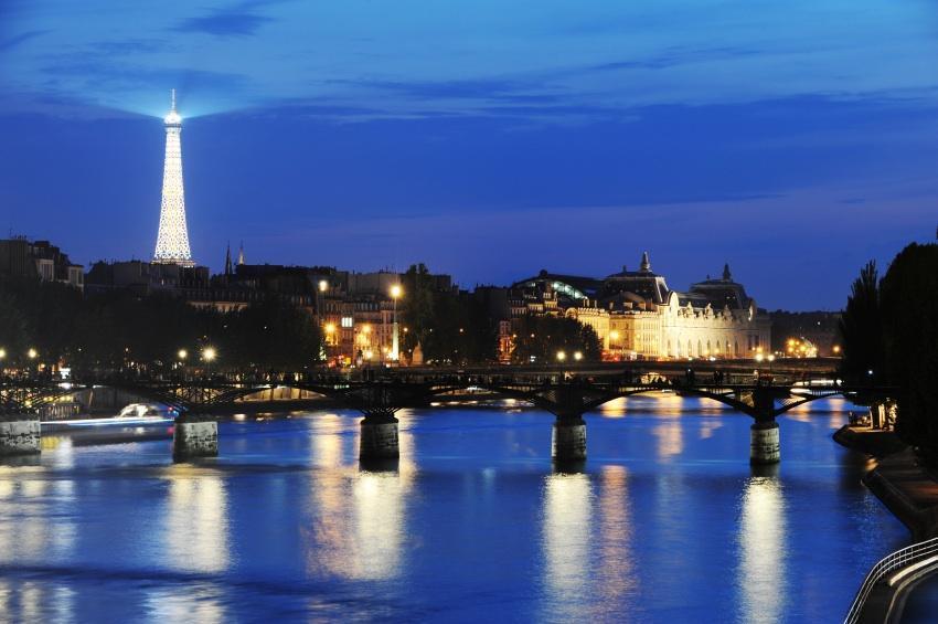https://cf.ltkcdn.net/french/images/slide/135957-850x565r1-pariseiffellights.jpg