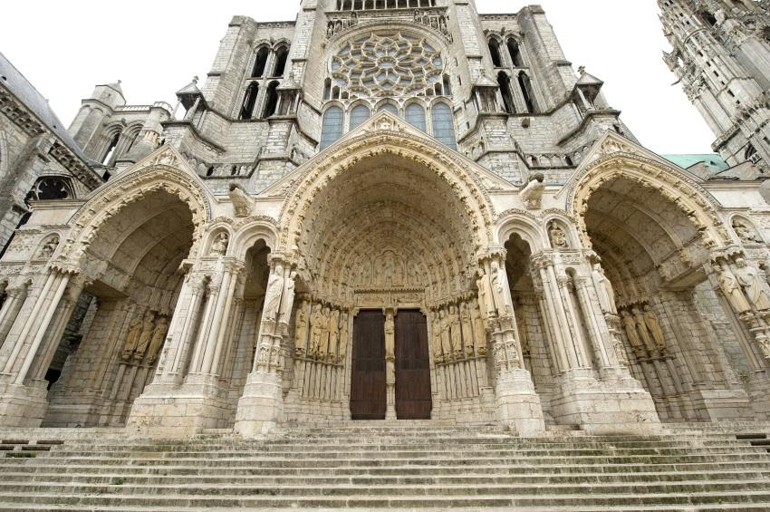 https://cf.ltkcdn.net/french/images/slide/167798-850x565-chartres-cathedral.jpg