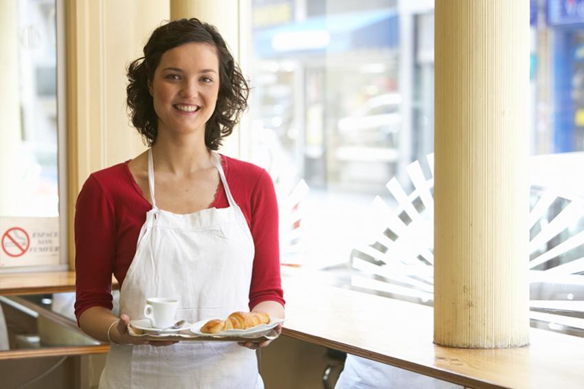 https://cf.ltkcdn.net/french/images/slide/184969-850x566-woman-at-cafe.jpg