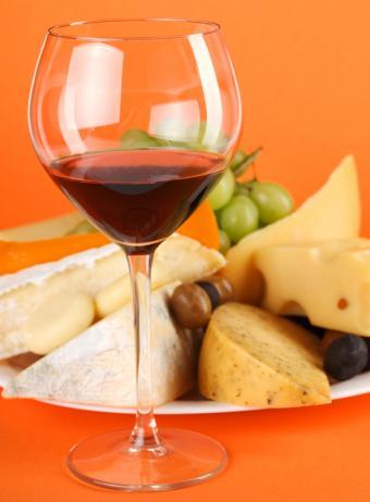 https://cf.ltkcdn.net/french/images/slide/124723-594x808-wine-and-cheese.jpg