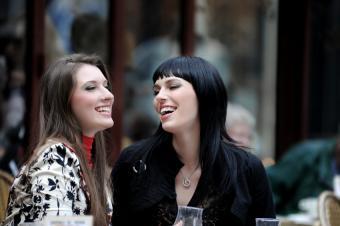 https://cf.ltkcdn.net/french/images/slide/124726-600x399-women-talking.jpg