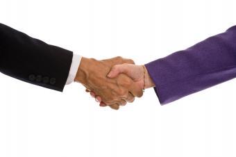 https://cf.ltkcdn.net/french/images/slide/124733-849x565-shaking-hands.jpg