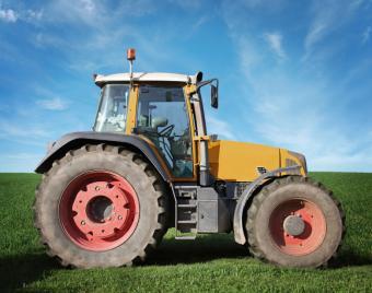 https://cf.ltkcdn.net/french/images/slide/124752-780x615-tractor.jpg