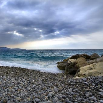 https://cf.ltkcdn.net/french/images/slide/124779-693x693-rocky-beach.jpg