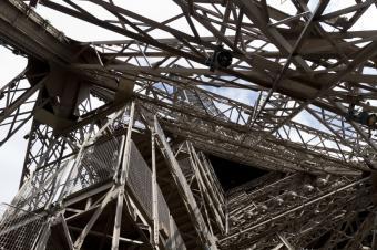 https://cf.ltkcdn.net/french/images/slide/136136-849x565r1-eiffeltowerarchitecture.jpg
