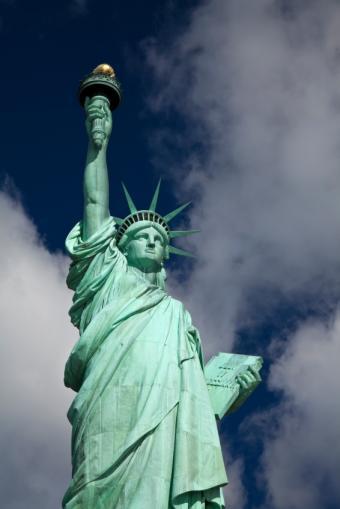 https://cf.ltkcdn.net/french/images/slide/136139-566x848r1-statueofliberty.jpg