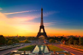 https://cf.ltkcdn.net/french/images/slide/167785-849x565-Eiffel-tower.jpg