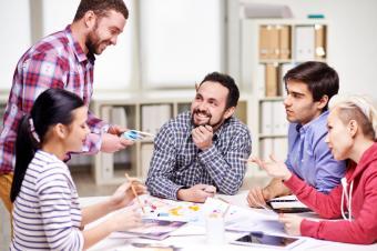 https://cf.ltkcdn.net/french/images/slide/184960-849x565-business-meeting.jpg