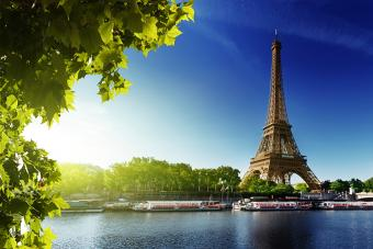 https://cf.ltkcdn.net/french/images/slide/184968-850x566-eiffel-tower.jpg