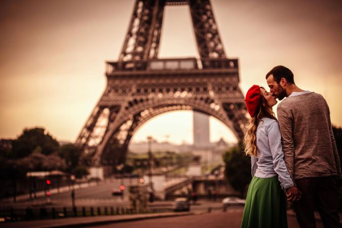 Couple kissing in front of Eiffel Tower