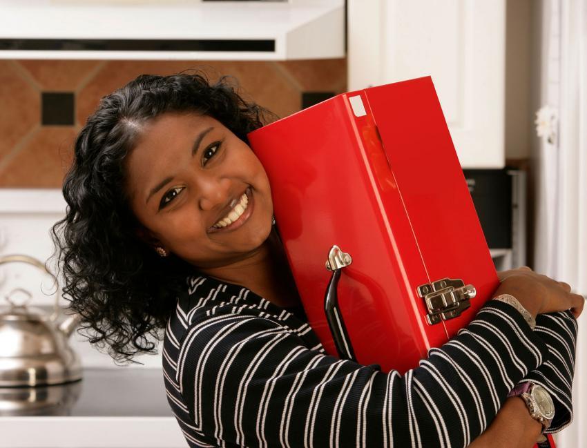 https://cf.ltkcdn.net/fun/images/slide/203828-850x649-Woman-carrying-toolbox.jpg
