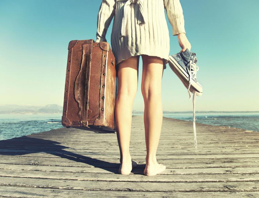 https://cf.ltkcdn.net/fun/images/slide/203832-850x649-Traveler-woman.jpg