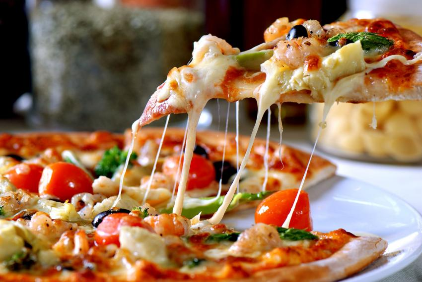https://cf.ltkcdn.net/fun/images/slide/204398-850x569-Seafood-Pizza.jpg