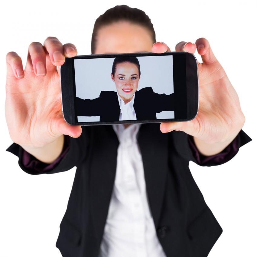 https://cf.ltkcdn.net/fun/images/slide/205521-850x850-Businesswoman-taking-a-selfie.jpg