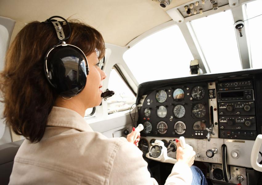 https://cf.ltkcdn.net/fun/images/slide/206418-850x600-woman-in-cockpit-of-airplane.jpg