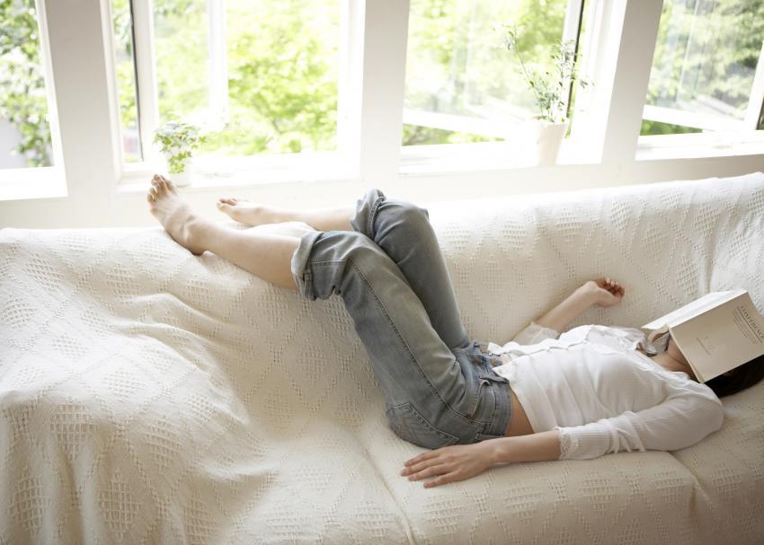 https://cf.ltkcdn.net/fun/images/slide/208922-850x607-couchpotatowithbook.jpg