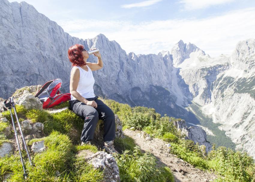 https://cf.ltkcdn.net/fun/images/slide/208928-850x607-womanhiker.jpg