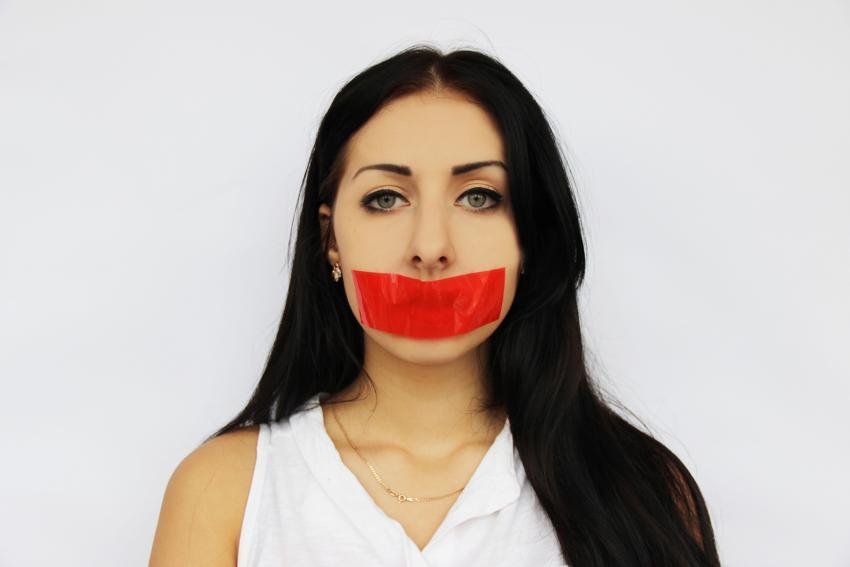 https://cf.ltkcdn.net/fun/images/slide/210398-850x567-The-silent-treatment.jpg