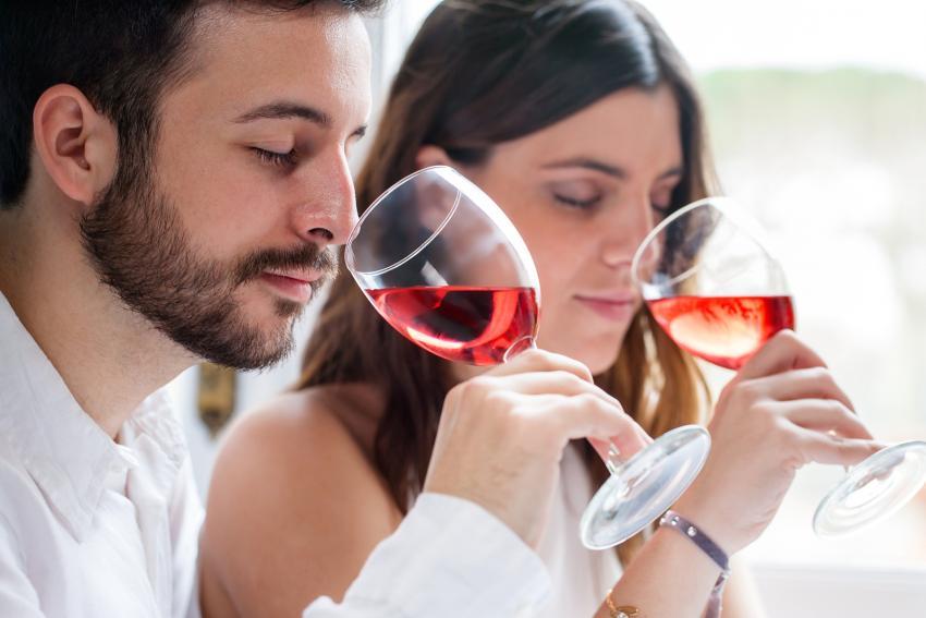 https://cf.ltkcdn.net/fun/images/slide/210402-850x567-Wine-tasting.jpg