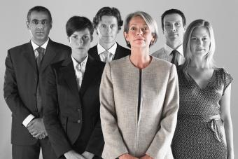 https://cf.ltkcdn.net/fun/images/slide/201824-850x567-Businesswoman-with-team.jpg